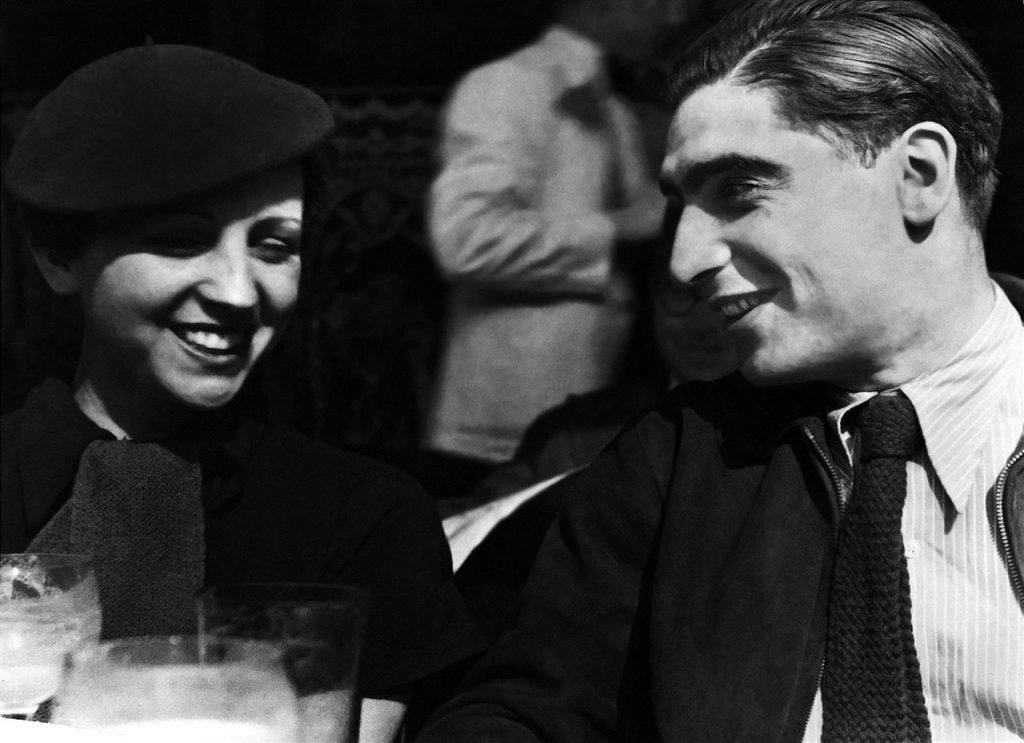 Retrato de Gerda Taro y Robert Capa en Paris