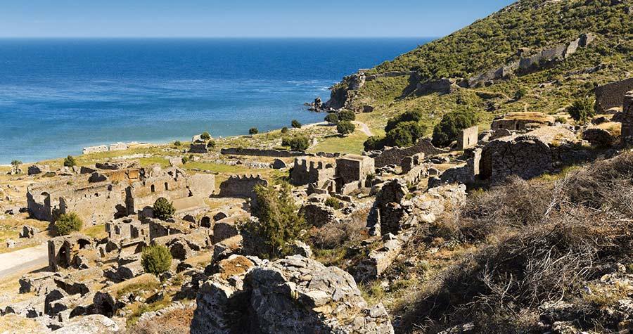 Restos arqueológicas de la guarida de piratas de Anemurium (Cilicia)